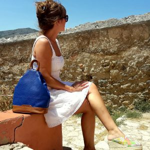 modelo de mochila antirrobo piel azul cuero