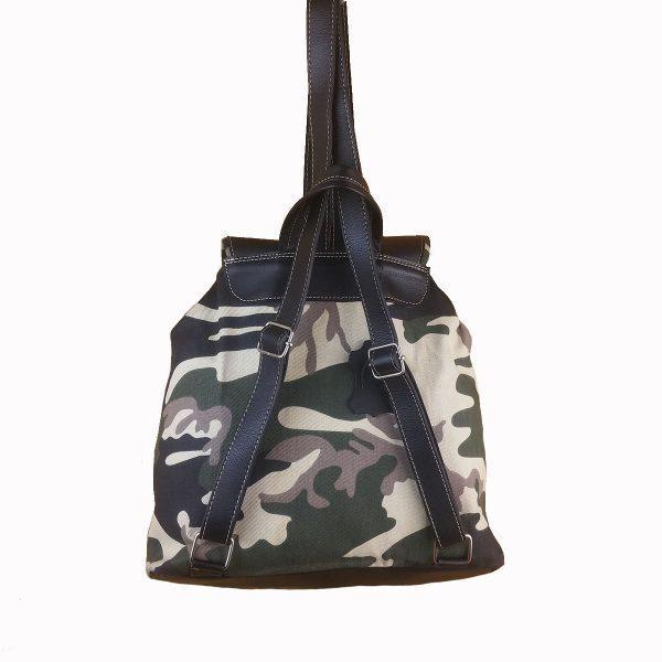 mochila de camuflaje verde con piel negro 3