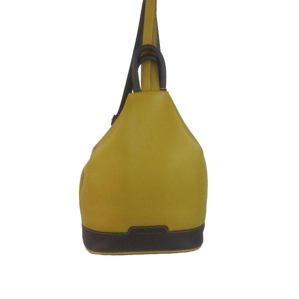 mochila de piel antirrobo amarillo mostaza y marron oscuro